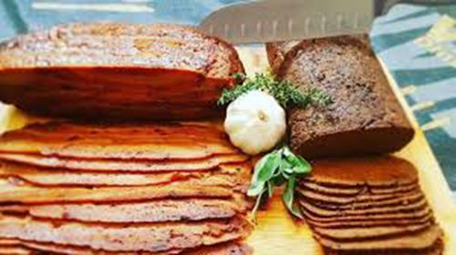 Il roast beef vegano pronto agli assaggi alla fiera di Tel Aviv