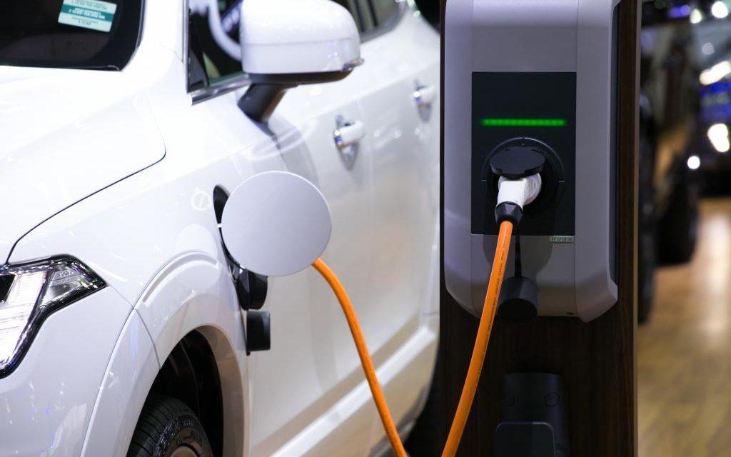 Israele: il 51% delle auto nel 2030 saranno elettriche