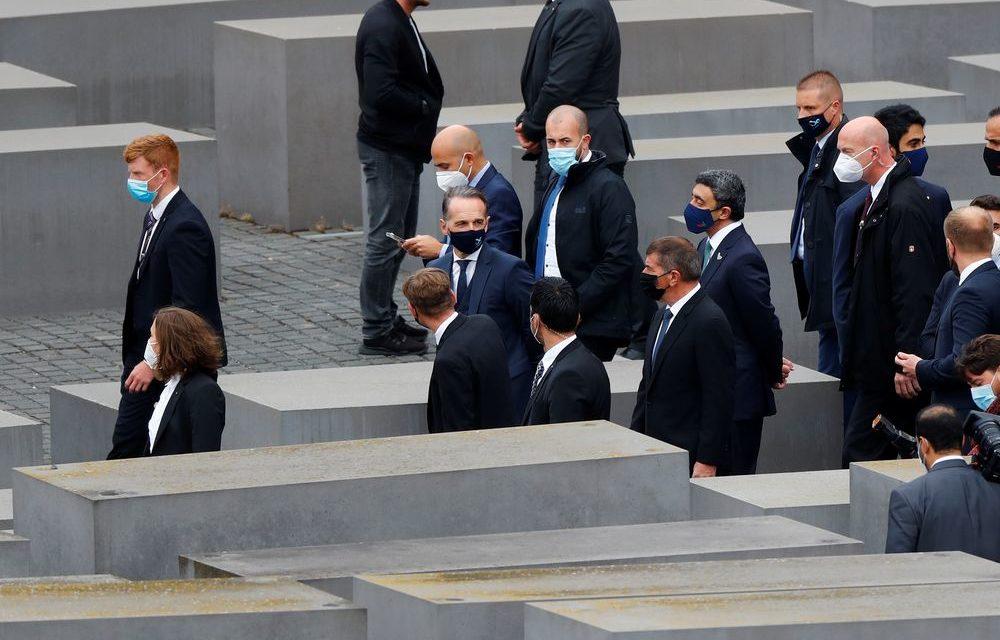 """""""Mai più"""" ha dichiarato il diplomatico degli Emirati Arabi Uniti al memoriale dell'Olocausto"""
