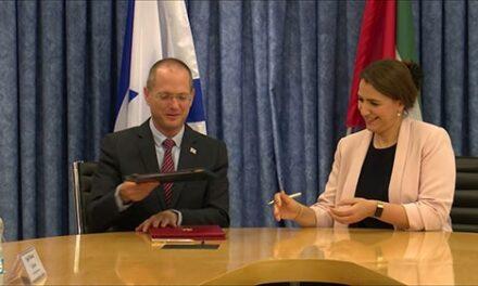 Israele firma i primi accordi agricoli con gli Emirati Arabi Uniti
